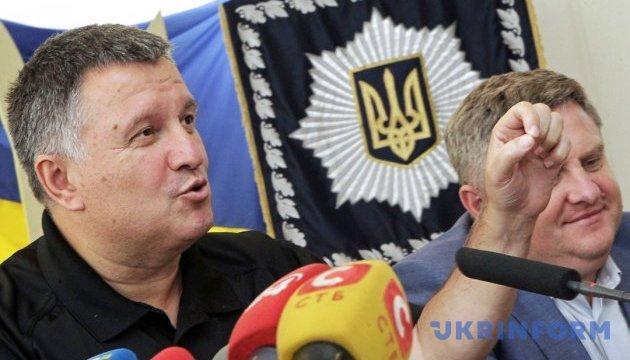 Аваков обіцяє показати журналістам свою колекцію вина