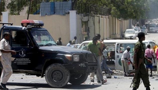 В Сомали возле гостиницы взорвались три заминированных авто, погибло 17 человек - СМИ