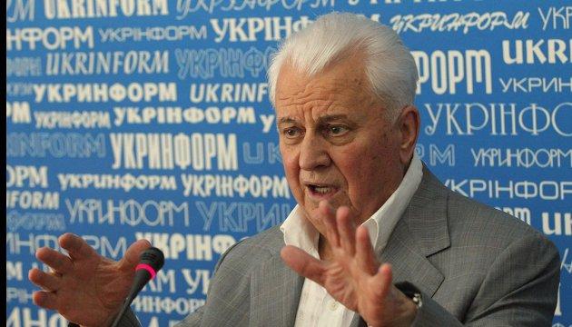 Кравчук каже, що в день побиття Майдану співав караоке разом з Януковичем
