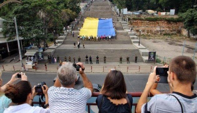 На Потемкинской лестнице развернули 25-метровый флаг Украины