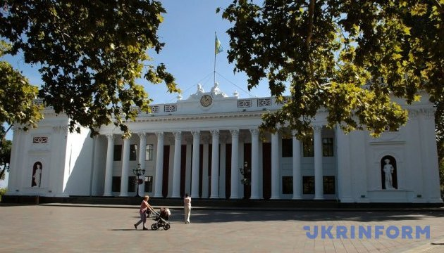 Одеські депутати закрили засідання через сутички під мерією