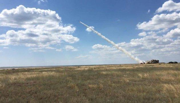 Порошенко виклав у соцмережі кадри польоту нової керованої ракети