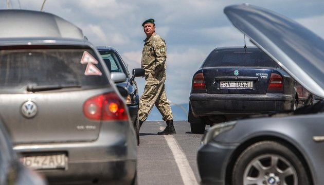 570 vehicles piled up at Ukrainian-Polish border