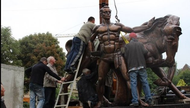 First monument to veterinary unveiled in Ukraine. Photos