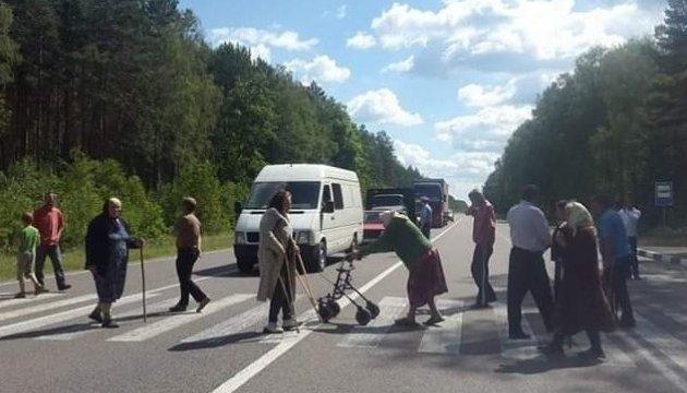На Волыни крестьяне перекрывали трассу – возмущены карантином