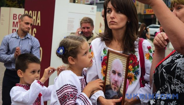 Украинцы поддерживают реинтеграцию оккупированного Донбасса