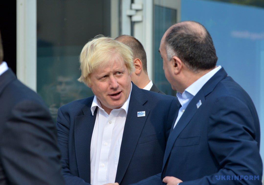 Міністр закордонних справ Великої Британії Борис Джонсон (у центрі) під час неформальної зустрічі міністрів закордонних справ країн-учасниць ОБСЄ