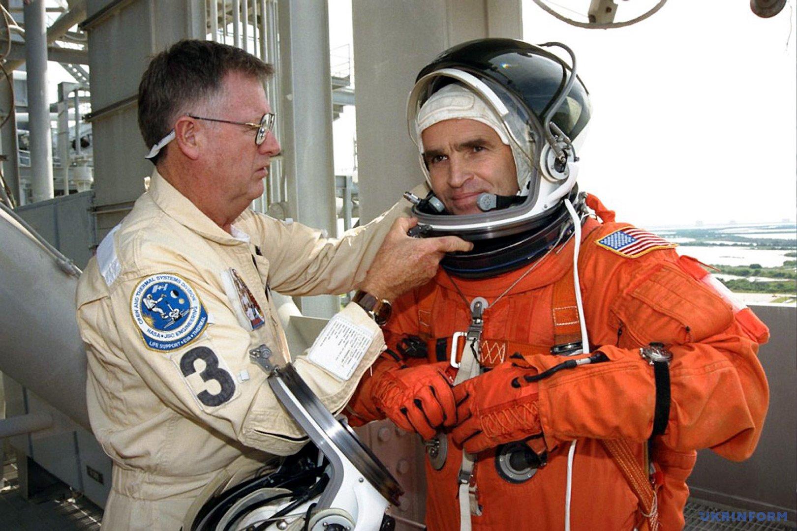 19 листопада 1997 року з американського мису Канаверал стартував космічний корабель «Колумбія» з українцем Леонідом Каденюком у складі інтернаціонального екіпажу