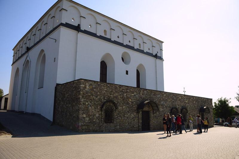 Будівля місцевої синагоги, смт Сатанів, Хмельницька область, 16 вересня 2016 року.