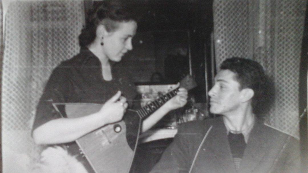 На фото: Владимир Проничев с сестрой