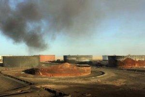 Войска Хафтара все ещё блокируют производство нефти в Ливии - СМИ