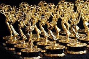 """Телепремія """"Еммі"""" оголосила переможців - нагороди вручали в """"коронавірусних"""" смокінгах"""