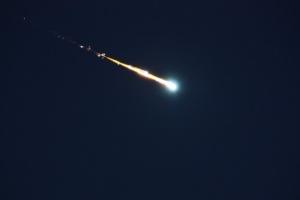В небе над Британией пролетел метеор