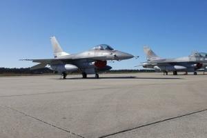 Президент Болгарії заборонив купівлю винищувачів F-16