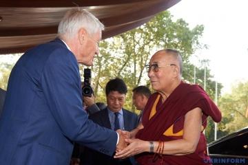 Далай-лама у липні випустить свій перший альбом