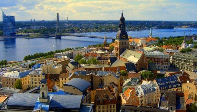 Візу до Литви доведеться чекати місяць