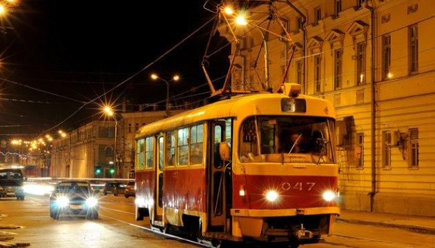 В Киеве возобновили движение скоростного трамвая