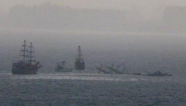 У побережья Антальи потерпело крушение туристическое судно