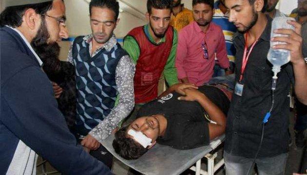 В индийском Кашмире разогнали митинг: 250 пострадавших