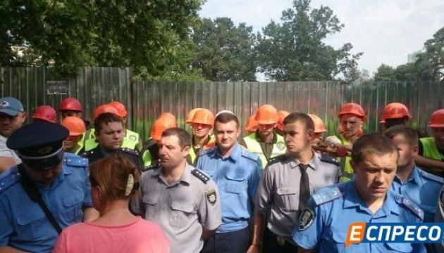 У Києві знову сутички на будівельному майданчику