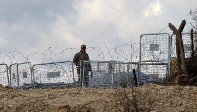 У Туреччині затримали солдатів, які били мігрантів на сирійському кордоні