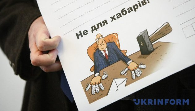 В Одесі спіймали на хабарах трьох чиновників