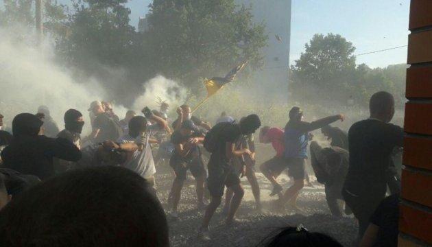 На Святошино знову протестували і жбурляли каміння