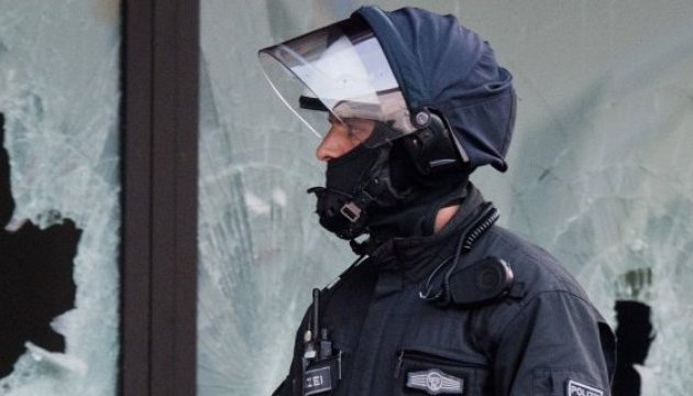 Поліція Кельна нейтралізувала злочинця, який узяв заручницю на вокзалі