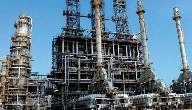 Одеські нафтопереробники пікетують завод - вимагають гроші