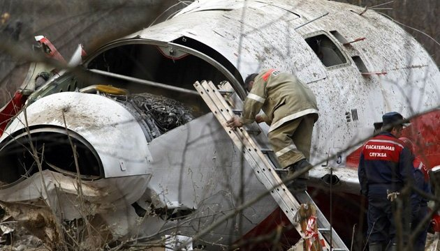 Москва не должна указывать Варшаве, как расследовать Смоленскую трагедию - МИД Польши