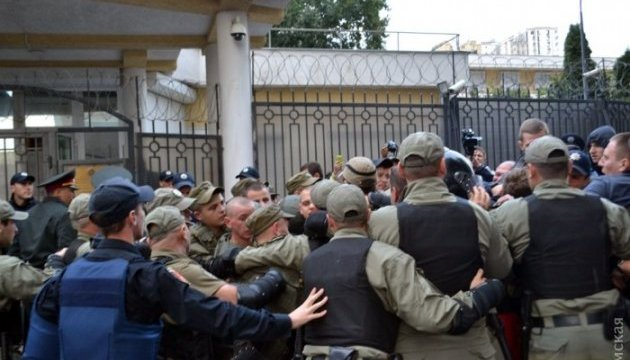 Під генконсульством РФ в Одесі знову бійка