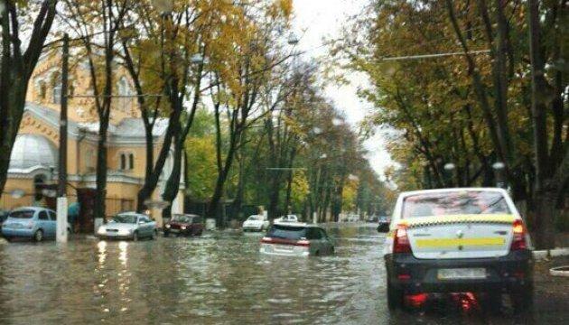 Одесу затопило, на дорогах – кілометрові затори