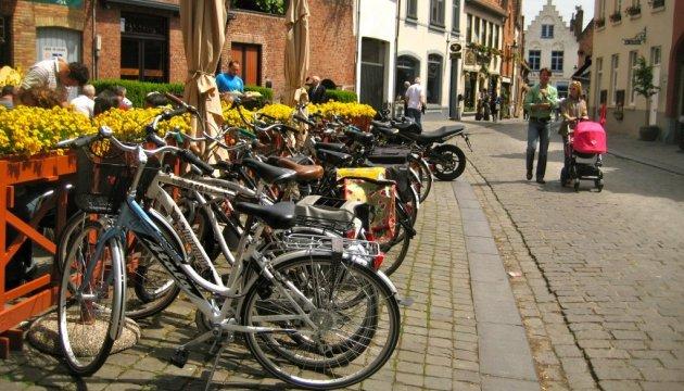Діти загиблих героїв АТО з Волині отримали велосипеди від українців Швейцарії