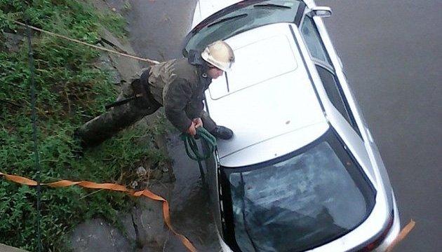 Злива в Одесі: рятувальники відкачують воду та розчищають дороги