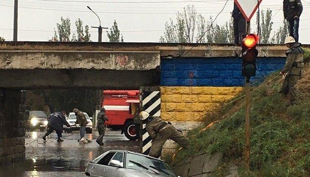 Злива в Одесі не вщухає – деякі трамваї вийшли на маршрути