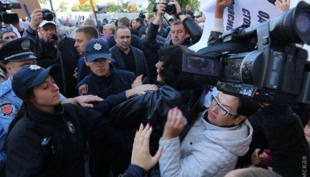 Під Одеською мерією сталися сутички з правоохоронцями