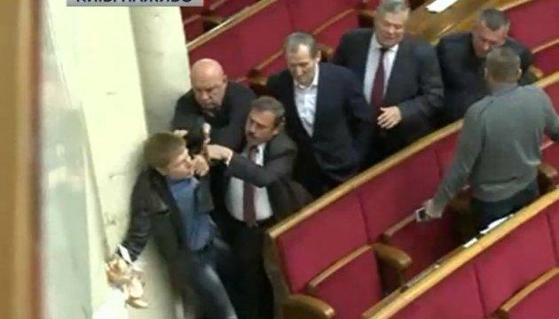 Сутичка у Раді: Опоблок зчепився з Гончаренком через сухарі
