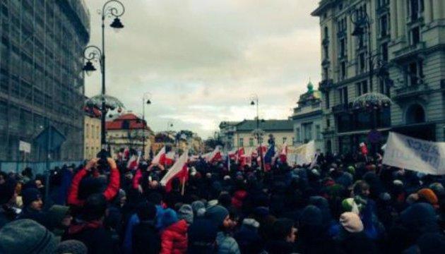 В Польше медики передали премьеру «траурный венок»