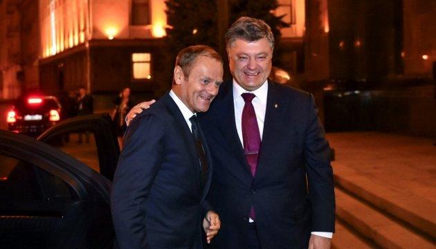 Порошенко и Туск скоординировали подходы по завершению украинской ассоциации с ЕС