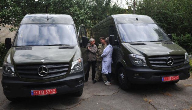 U.S. gives three mobile virus research laboratories to Ukraine (photo)