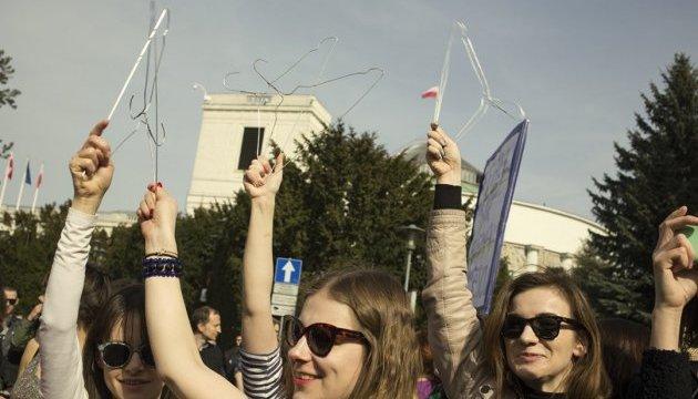 У Польщі жінки збирають загальнонаціональний страйк