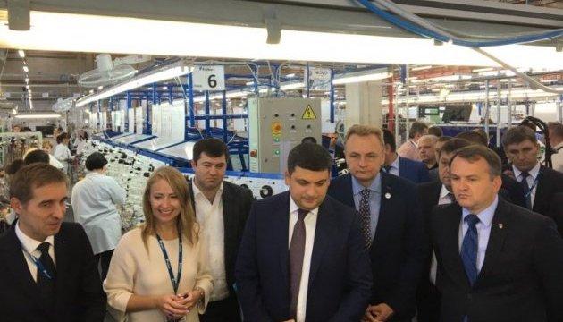 Fujikura побудує в Україні ще чотири заводи - Гройсман