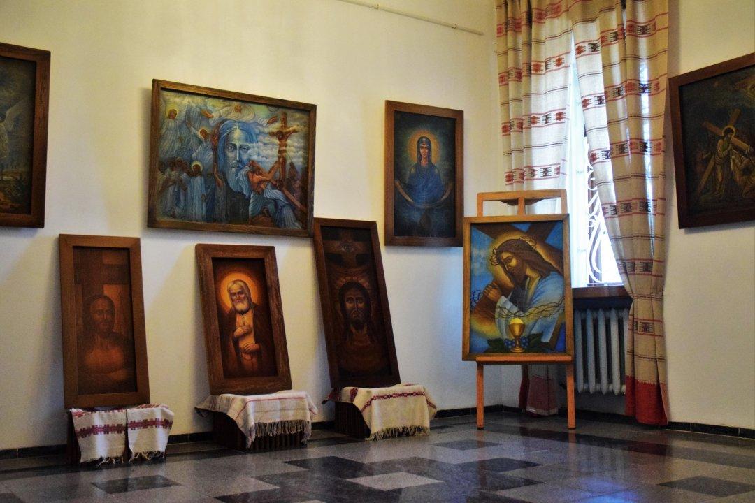 Усередині музею