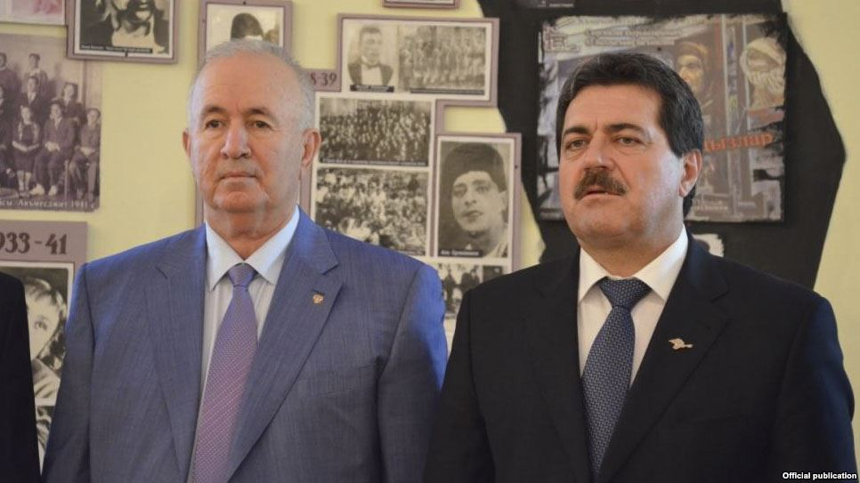 На фото: кримськотатарські колабораціоністи - Сейтумер Німетуллаєв (ліворуч),  Ремзі Ільясов (праворуч)