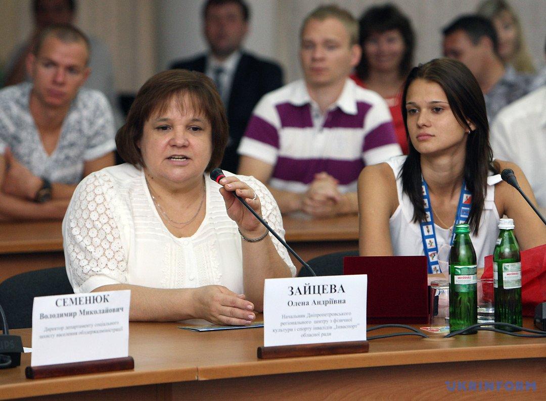 Олена Зайцева (ліворуч)