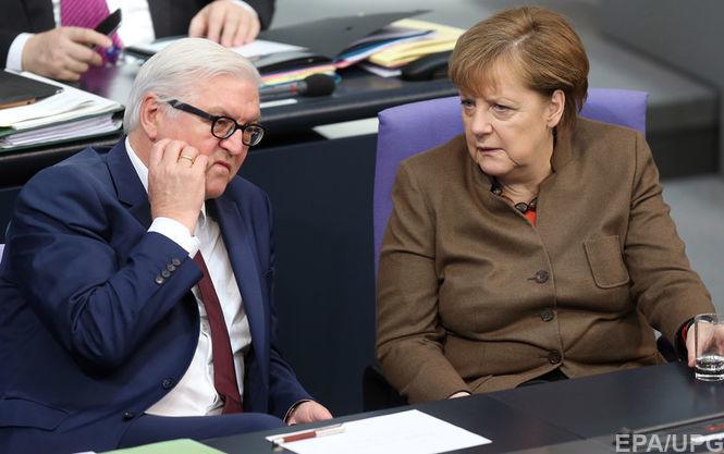 На фото: Франк-Вальтер Штайнмайер і Ангела Меркель