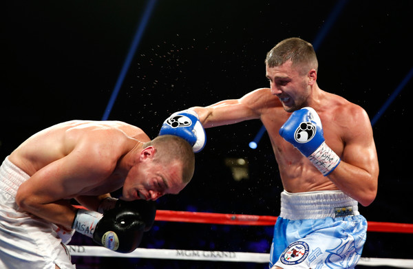 На фото: Харьківський боксер Олександр Гвоздик нокаутував американця Томмі Карпенсі
