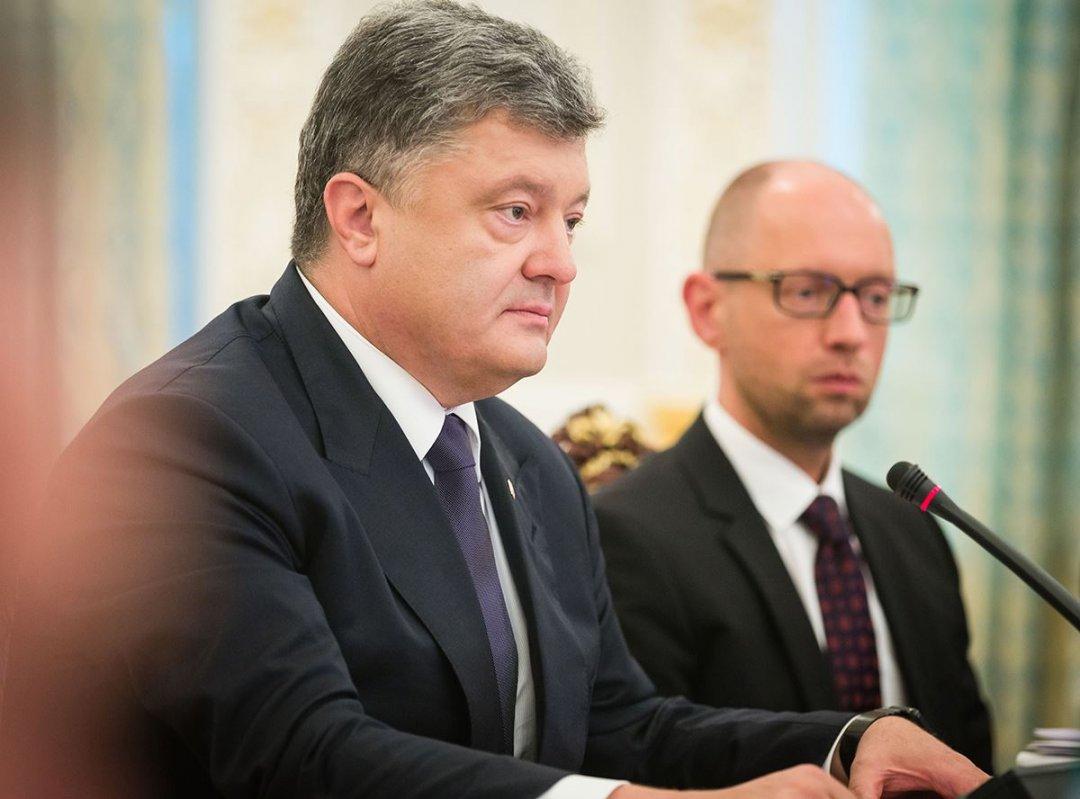 На фото: президент України Петро Порошенко і екс-прем'єр-міністр України Арсеній Яценюк
