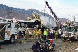 Аварія автобуса в Каліфорнії: більше 20 постраждалих, 3 загиблих