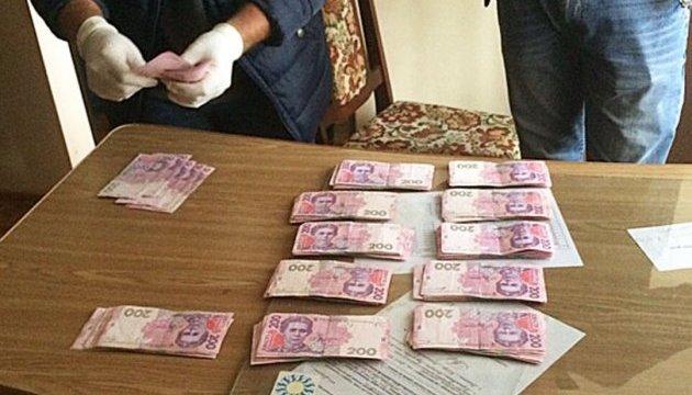 На Львівщині інспектор фіскальної служби вимагала 100 тисяч хабара